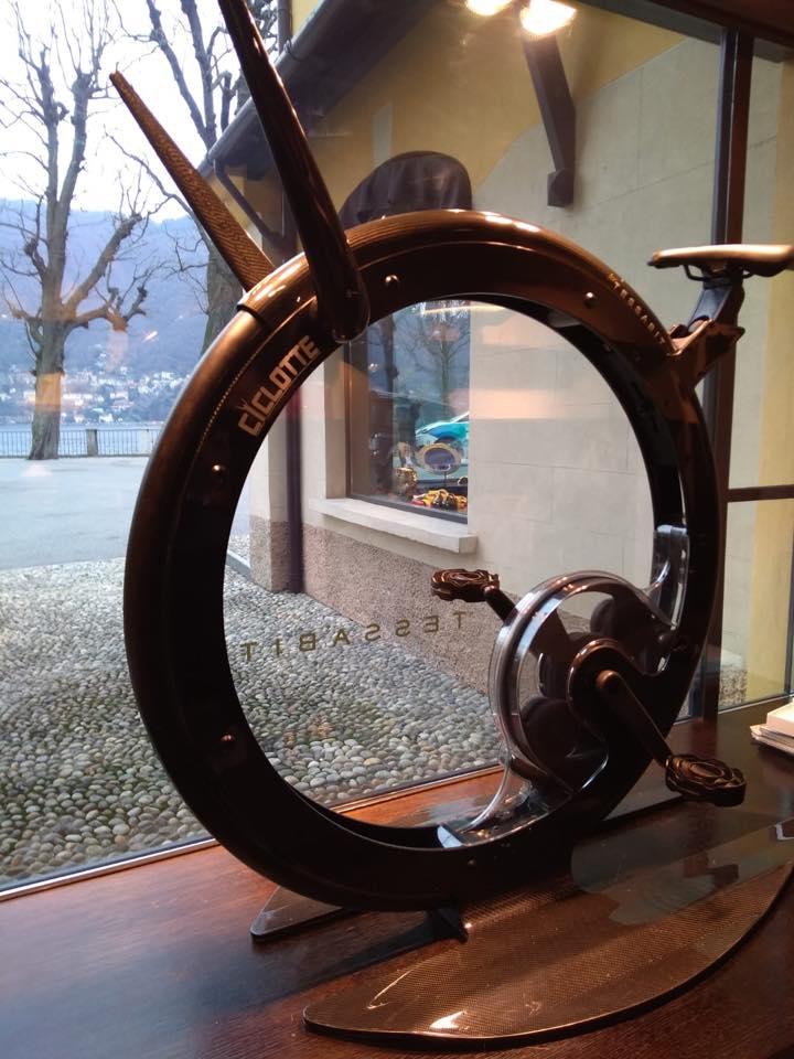 A Villa d'Este ha aperto il nuovo store di Tessabit e tra i prodotti di design c'è anche Ciclotte